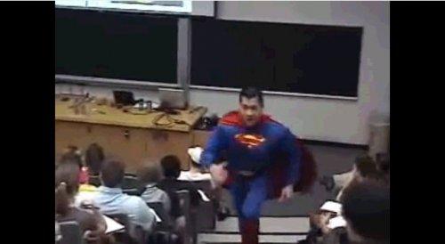 Способ покинуть скучный класс в стиле Супермена