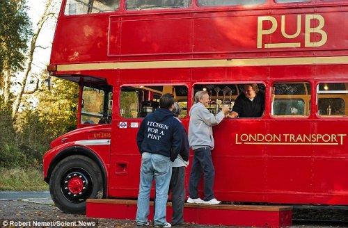Мобильный паб из двухэтажного лондонского автобуса