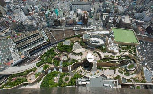 Восьмиуровневый парк на крыше в Осаке, Япония