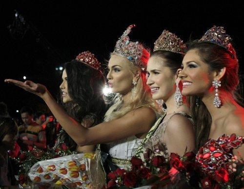 "Блондинка из Чехии Тереза Файксова – обладательница титула ""Miss Earth 2012"""