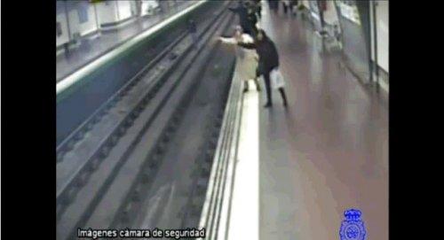 Спасение человеческой жизни в метро