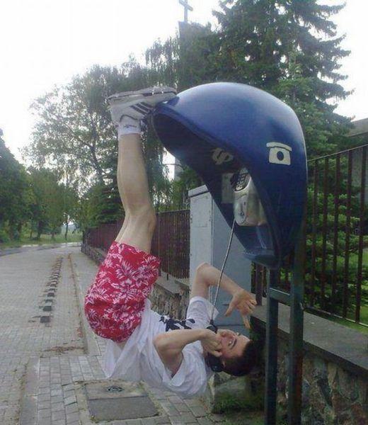 В прямом эфире - прикольные картинки: www.bugaga.ru/jokes/1146736139-v-pryamom-efire-prikolnye-kartinki.html