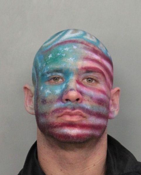 Самые смешные полицейские снимки 2012-го года (Фото)