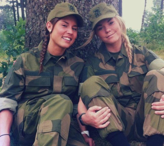 будет ли девушка служить в армии: