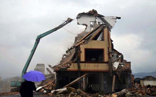 Дом, стоявший прямо посреди автомагистрали, демонтирован