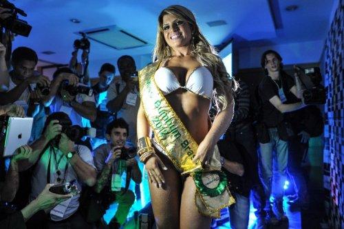 Самая красивая попка в Бразилии – у 29-летней Карин Фелизардо