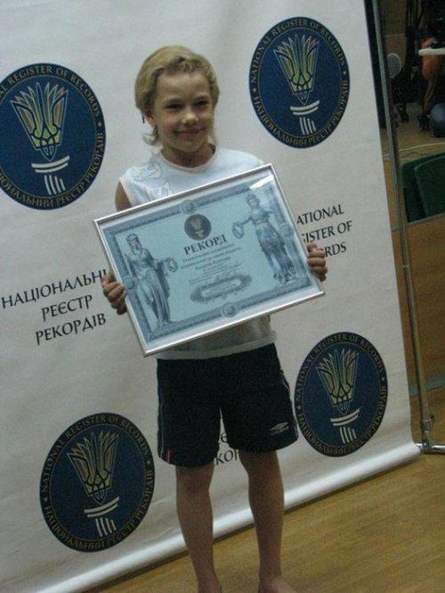 Украинский школьник Андрей Косташ – автор национального рекорда по количеству отжиманий от пола