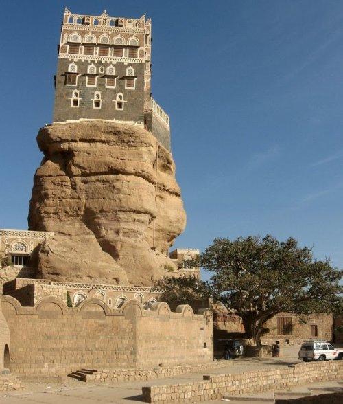 Дар аль-Хаджар – дворец на скале