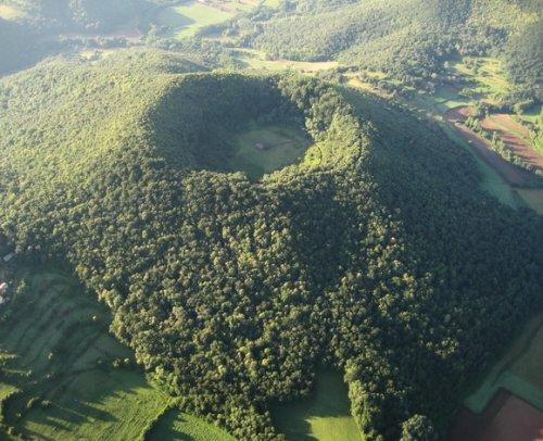 10 Необычных вулканических кратеров