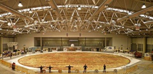 Самую большую в мире пиццу выпекли в Италии