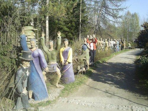 Экспозиция скульптур Вейо Рёнккёнена под открытым небом