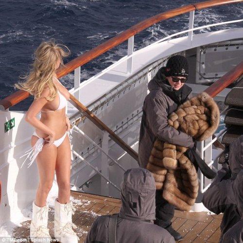 Кейт Аптон в антарктической фотосессии в бикини