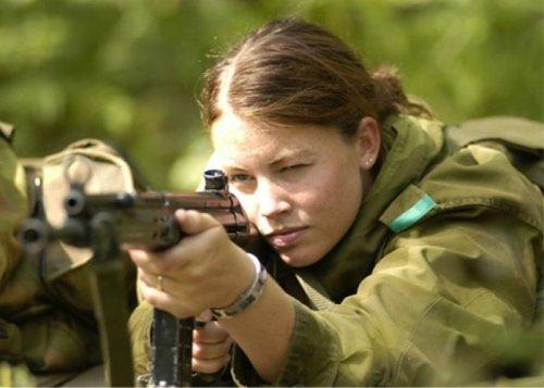 В армии служат и симпатичные девушки (34 фото)