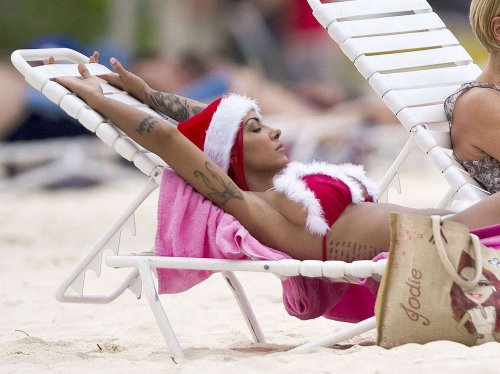 Джоди Марш в рождественском бикини (11 фото)