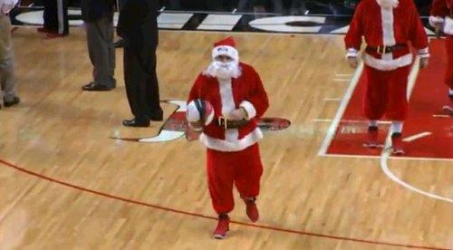 Баскетбольные Санта Клаусы