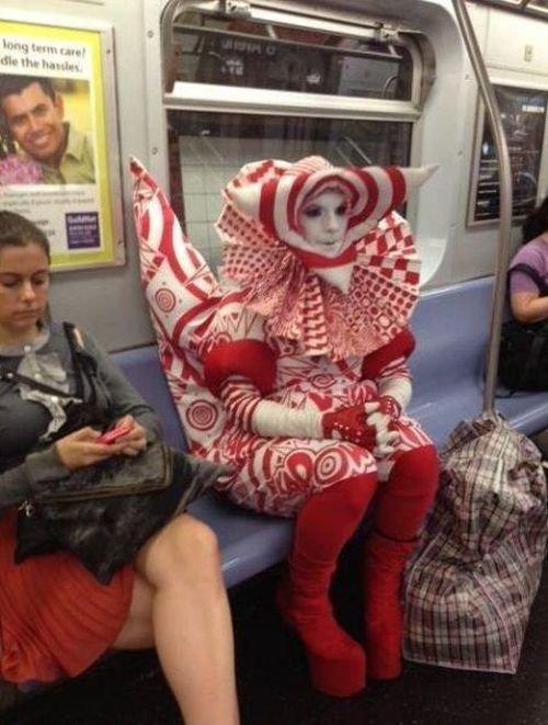Странные люди в общественном транспорте (29 фото)