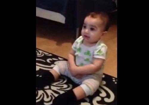 7-мимесячный малыш забавно танцует под Gangnam Style