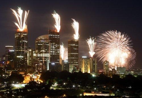 Новогодние салюты и фейерверки во время встречи 2013-го года.