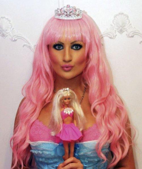 Девушка, стремящаяся стать живой Барби (25 фото)