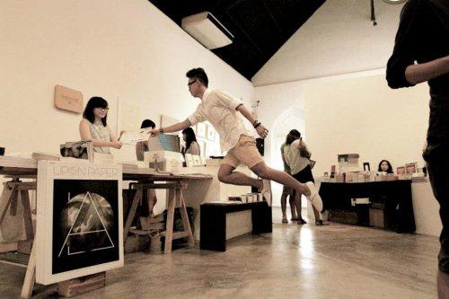 Чарующая левитация в фотографиях сингапурского арт-дуэта Levitation SG