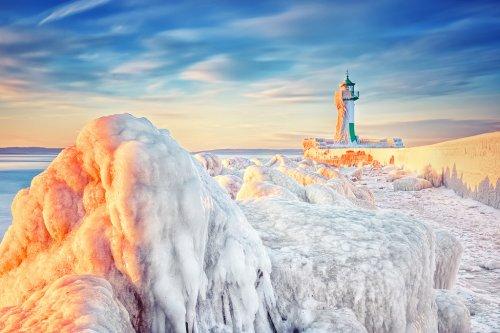 Маяки, скованные ледяной шубой (14 фото)