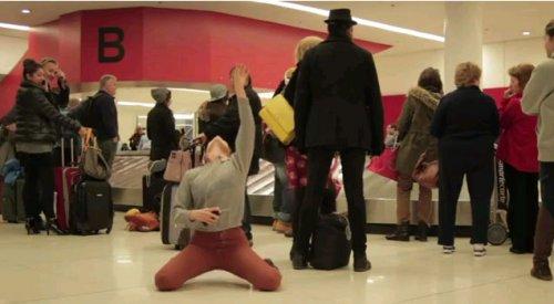 Улётный танец в аэропорту