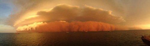 Необычный циклон у австралийского берега (4 фото)