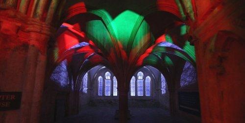 Световая инсталляция в стенах школы Гарри Поттера