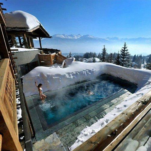 Шесть самых живописных открытых бассейнов на зимних курортах