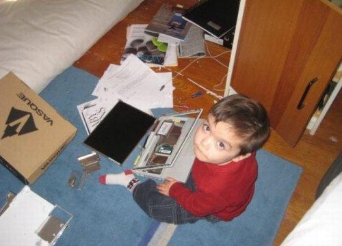 Дети, оставленные без присмотра (19 фото)