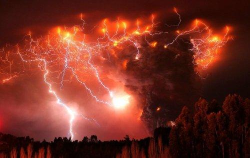 Впечатляющие снимки вулканических молний (20 шт)