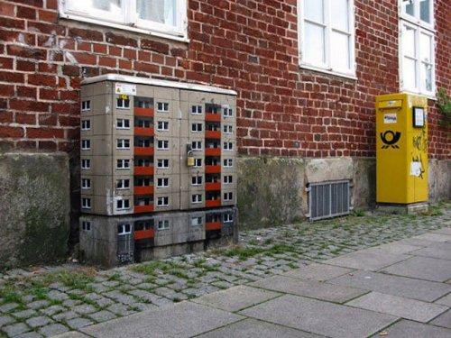 Стрит-арт немецкого художника Evol: дома-крохи в большом городе