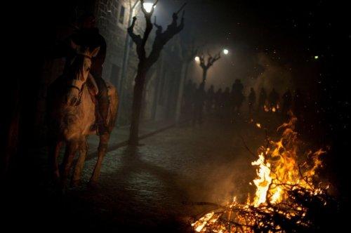 Очищение огнем накануне дня Святого Антония