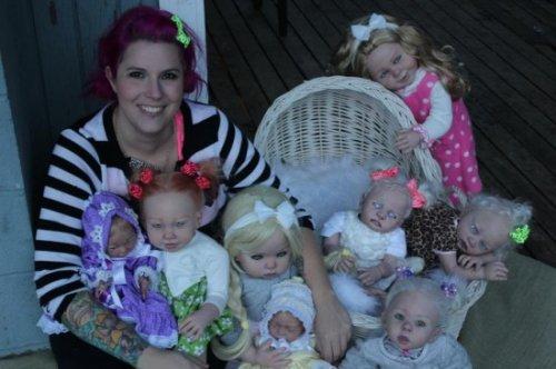 Реалистичные пугающие куклы младенцев-вампиров