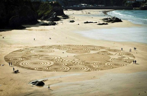 Рисунки на песчаном пляже (10 фото)