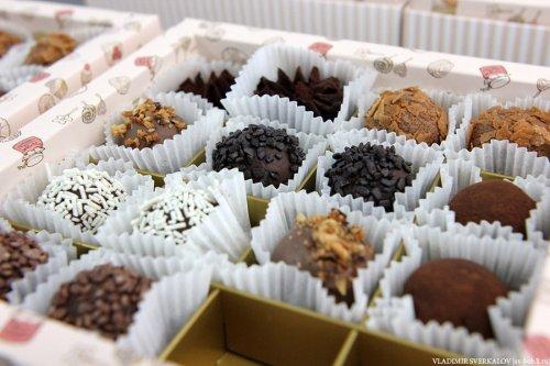 Процесс производства шоколадных конфет (36 фото)