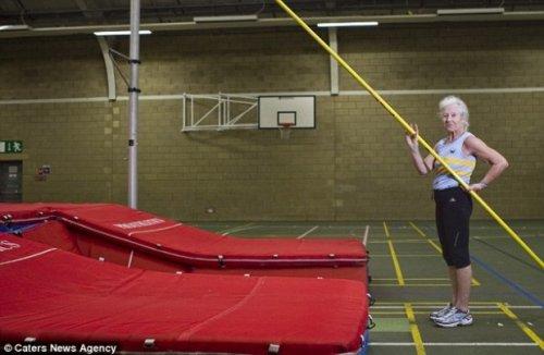 Чемпионка мира по прыжкам с шестом – в 77 лет!
