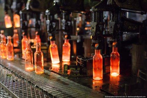 Процесс производства стеклянных бутылок (26 фото + видео)