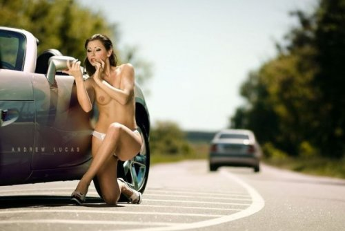 Автомобили и сексуальные девушки (28 фото)