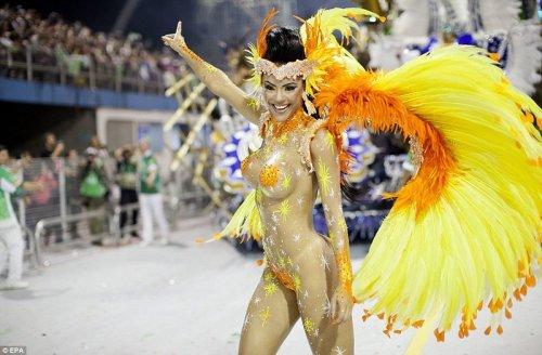 В Рио-де-Жанейро стартовал знаменитый карнавал (19 фото)