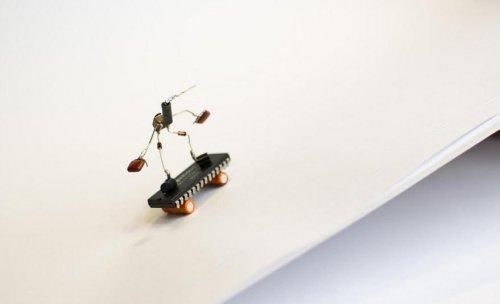 Sparebots, или Вторая жизнь непригодных радиодеталей (24 фото)
