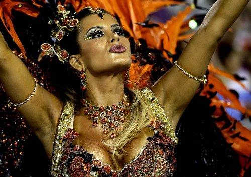 На карнавале в Рио-де-Жанейро объявлена школа-победительница (22 фото)