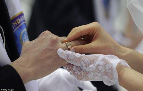 Массовое бракосочетание состоялось в Южной Корее (17 фото + 1 видео)