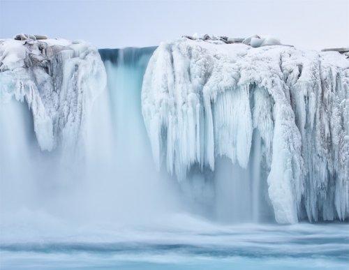 Самые живописные замёрзшие водопады (13 фото)