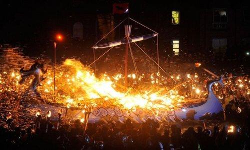 Апхеллио – огненный фестиваль викингов (14 фото)