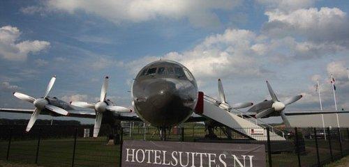 Самолёт Ил-18, переоборудованный в роскошный номер люкс (14 фото)