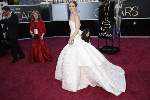 Самые обсуждаемые звёздные наряды Оскар-2013 (22 фото)