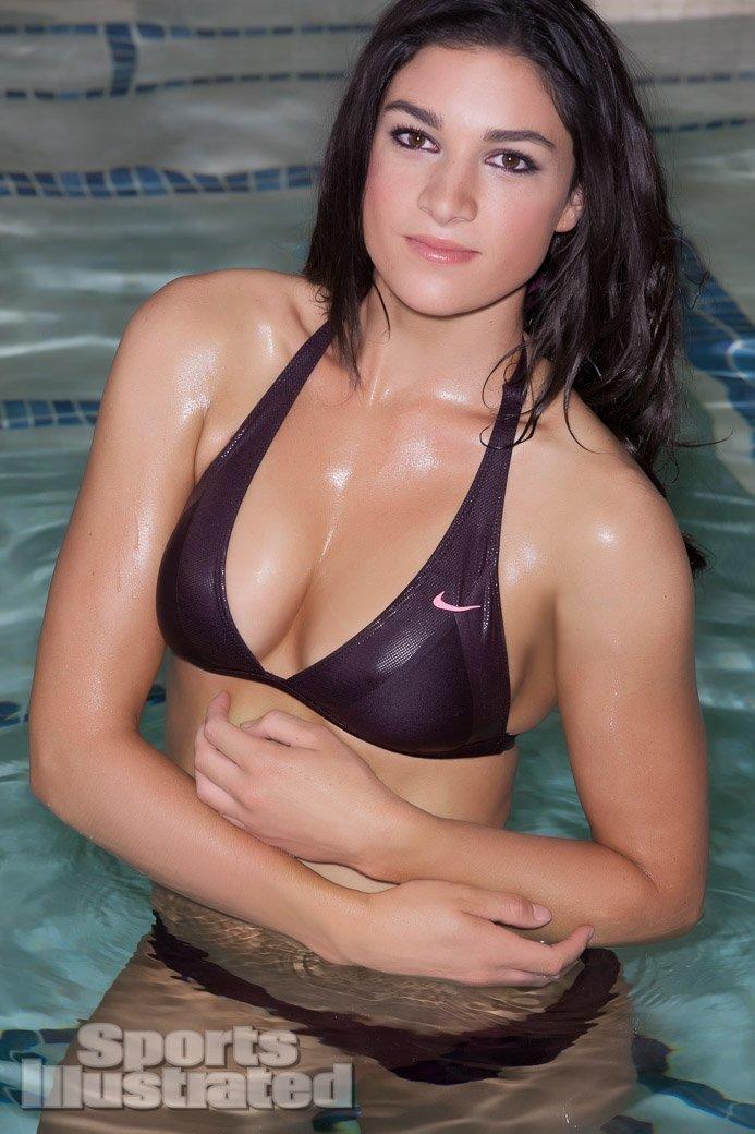 девушки в купальниках фото с большими сиськами