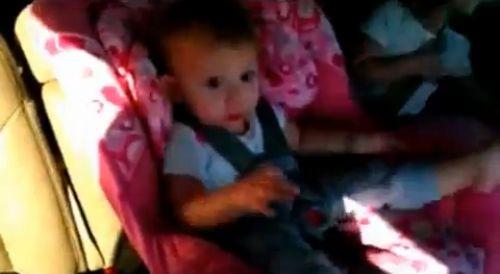 Реакция спящего малыша на Gangnam Style