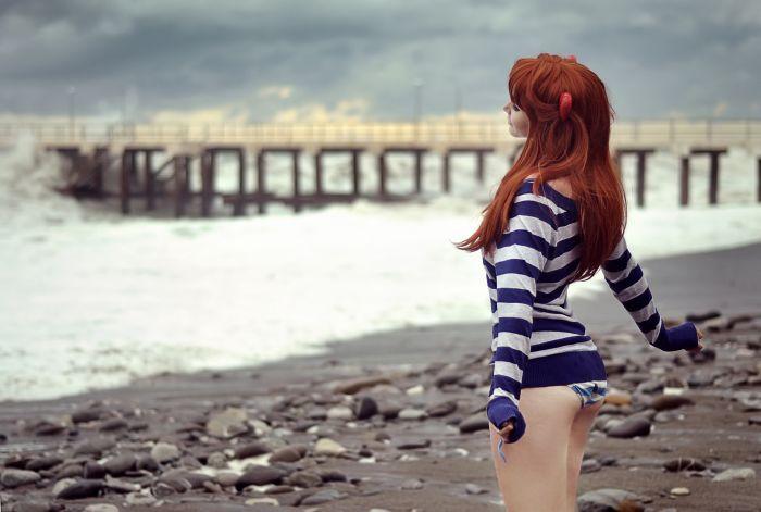 sg рыжая девушка фото со спины